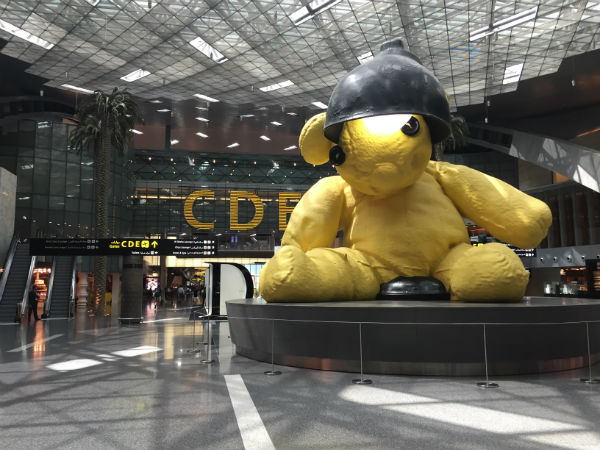 nounours jaune hamad international qatar